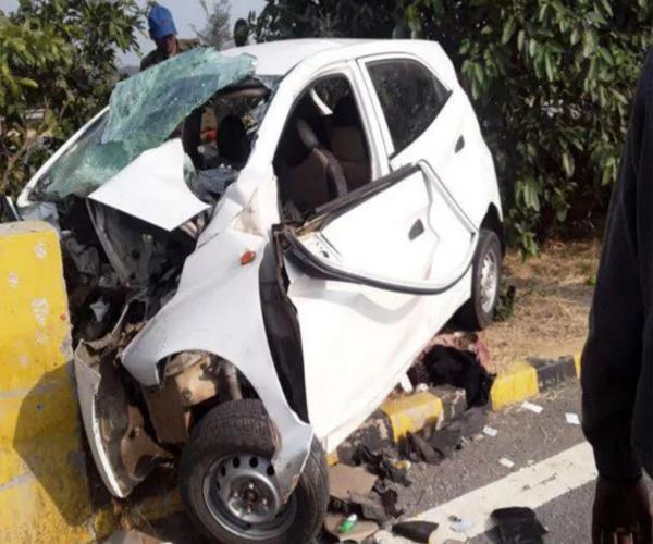 a big accident at yamuna expressway painful death of 3 people of the same family