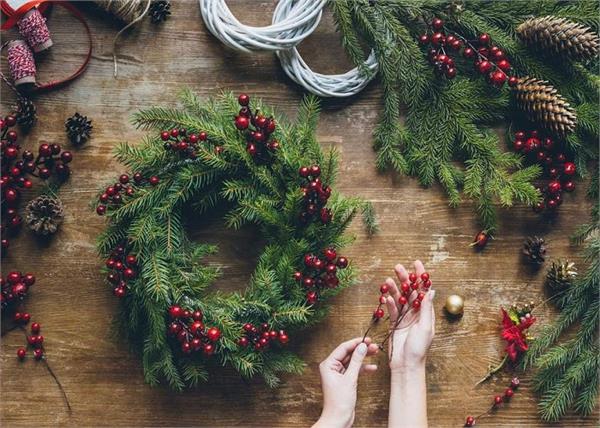पुराने क्रिसमस ट्री का ऐसे करें रीयूज, बनाएं खूबसूरत Wreath