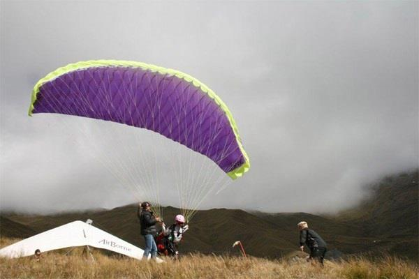 paraglider seized of 2 pilots seized without flying license of tandem