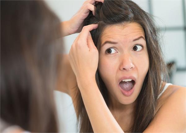 इन 8 बीमारियों का संकेत हैं समय से पहले बालों का सफेद होना