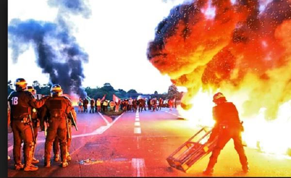 france fuel protests macron holds urgent security meeting