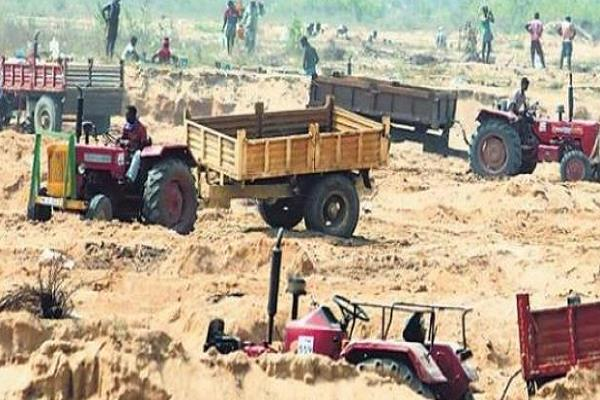 tractor trolley on the siege of sand mafia the tahsildar