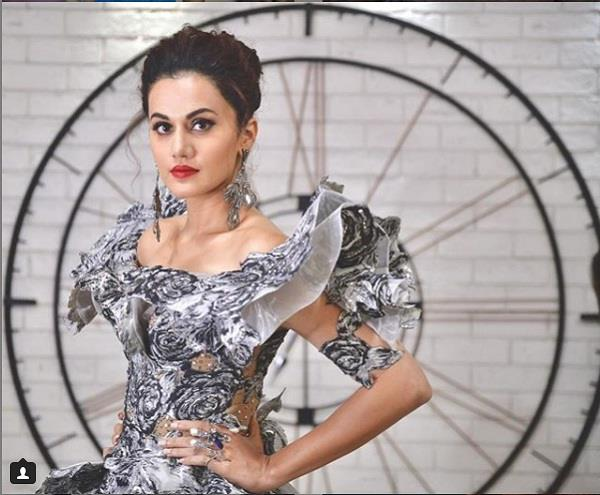 taapsee pannu reply a troller