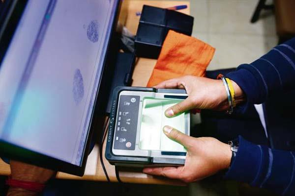 uidai asked banks not to close the aadhaar payment
