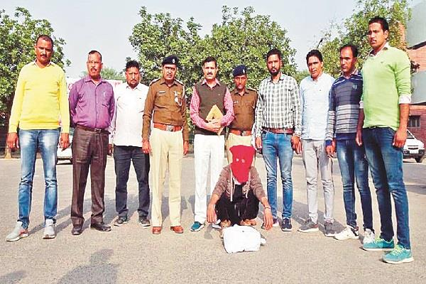 mastermind arrested for robbery of rs 20 lakh