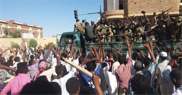 sudan 19 killed in bread price protests as journalists strike