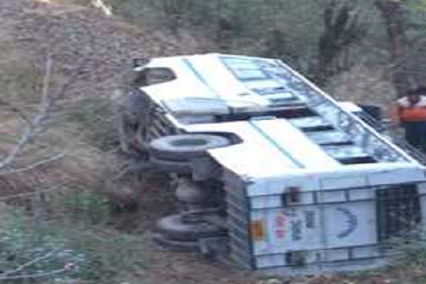 six passengers injured passenger bus ditch
