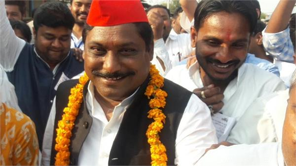 sp mp attacks on  government says bjp junkies  party