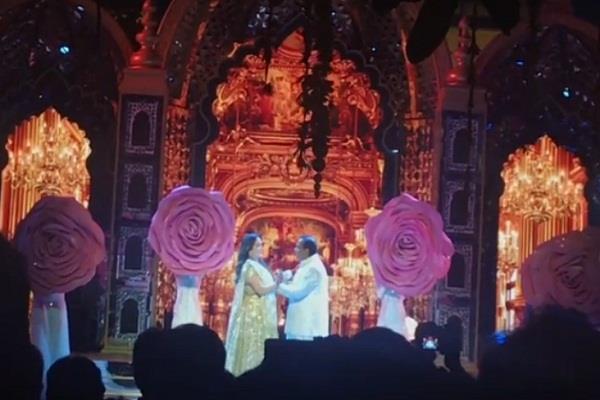 mukesh ambani romentic dance with wife nita ambani