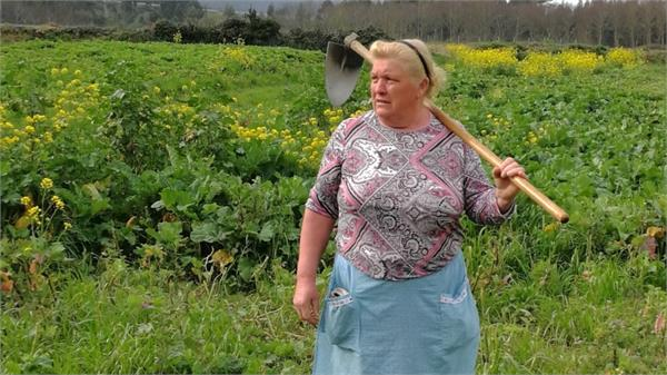 trump has a look alike and she s a spanish potato farmer