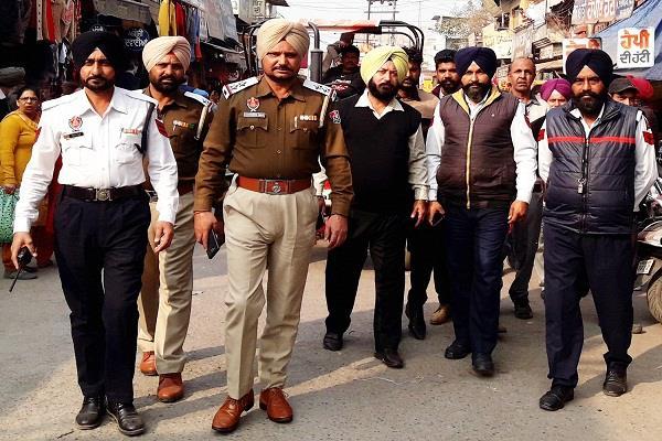 traffic police remove illegal possession