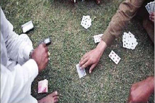 large action of police arrest 10 gamblers