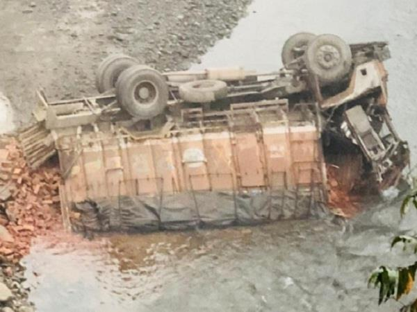 truck filled with bricks dropped deep in the trench