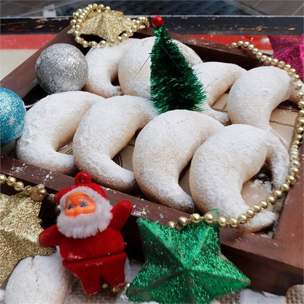 Christmas Special: मेहमानों के लिए बनाएं वेनिला क्रिसेंट