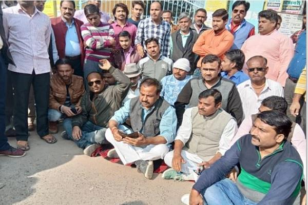 congress leader sitting on dharna on evm security says bjp is not confident