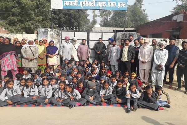 the village locked the school for the replacement of the teacher