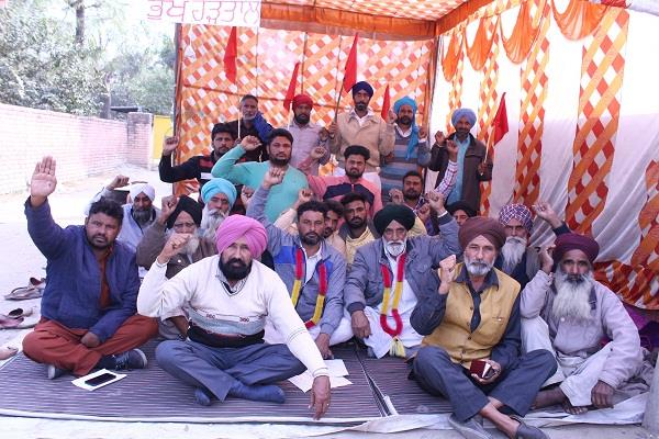 farmers face hunger strike in front of office of farming department