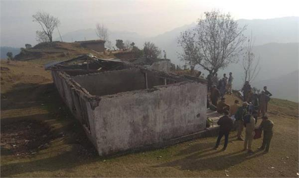 roofless polling station in rajouri