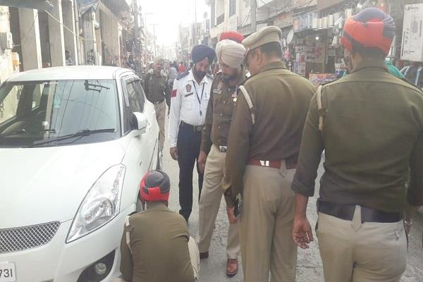 traffic police  imposing locks cut invoices wrong park vehicles  markets