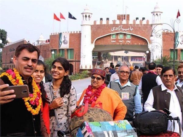 over 200 indian hindus arrive in pak to attend religious festivities