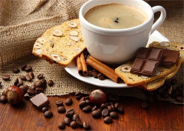रिसर्च: चॉकलेट व चाय से जल्दी नहीं आएगा बुढ़ापा, कैंसर से भी होगा बचाव