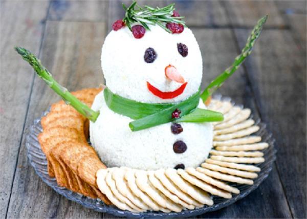 क्रिसमस पार्टी के लिए बनाएं Snowman Cheese Ball