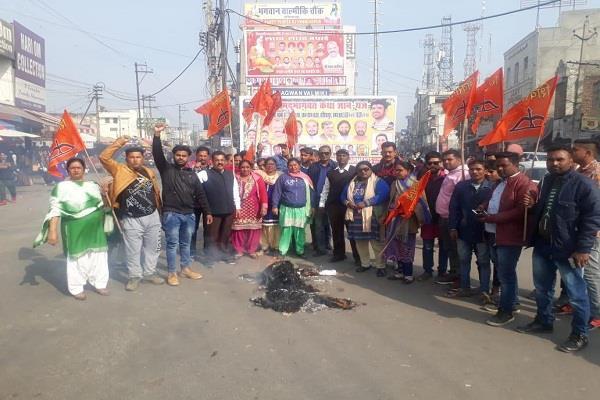 the effigies of gopal singh chawla and navjot singh sidhu