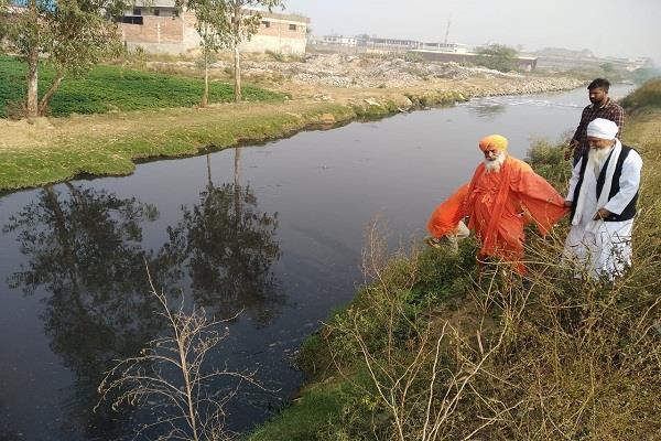 balbir singh seechewal caught  drainage  water treatment plant