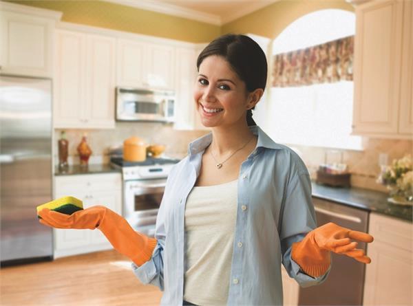 बीमारियों को रखना है दूर तो रखें किचन की ये 10 चीजें साफ