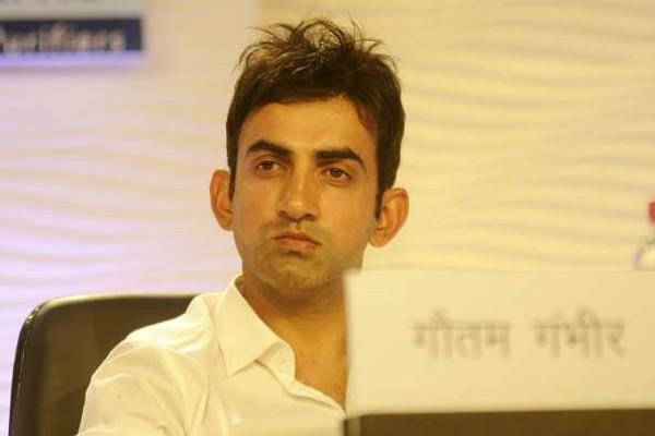 gautam gambhir target to kejriwal on pollution