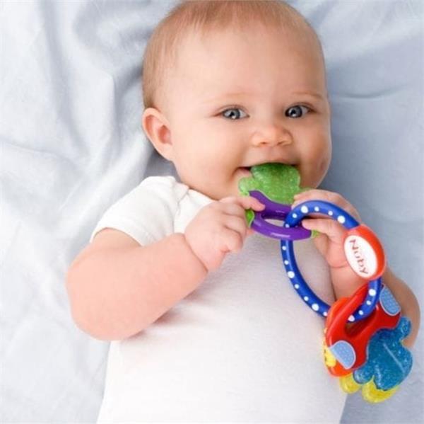 प्लास्टिक-रबड़ से होगा बच्चे को नुकसान, इस्तेमाल करें नेचुरल टिथर
