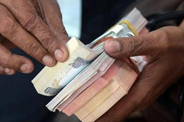 electricity department officer takes bribe of forty