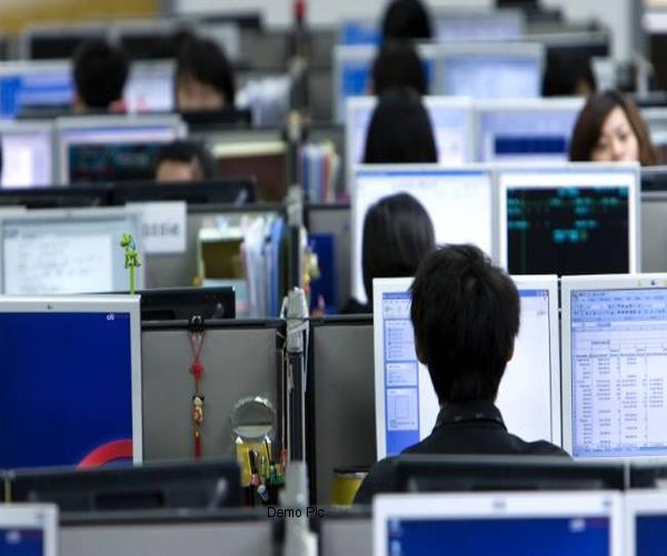 noida expose foreign call center busted  125 people arrested
