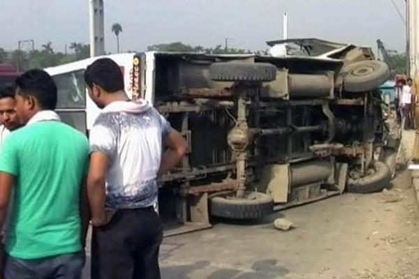 incident dozens injured by passenger bus overturn