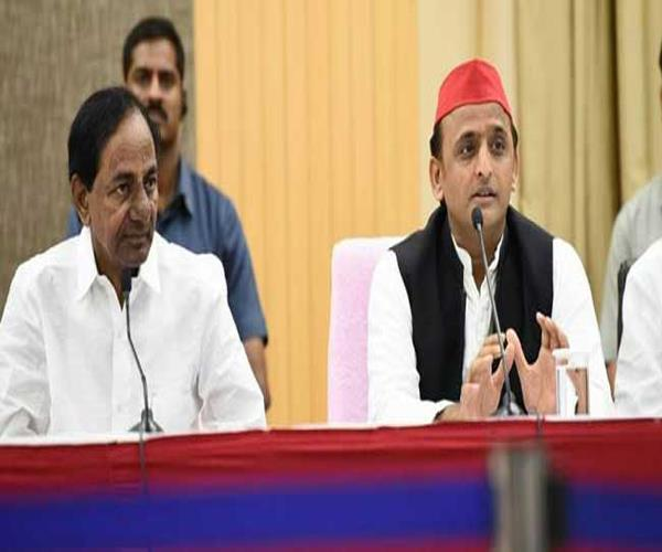 making a federal front of telangana cm is a commendable step akhilesh
