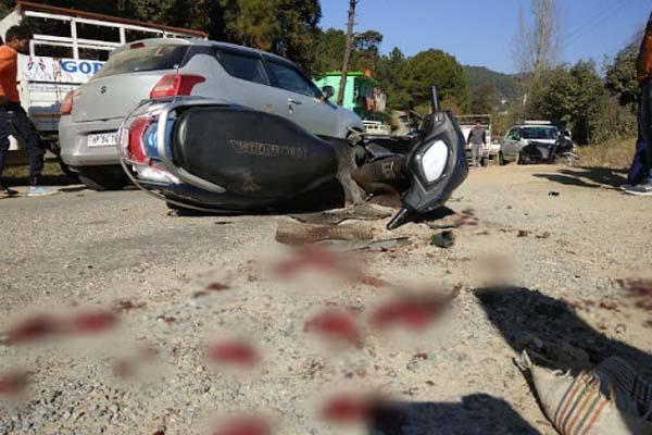 mandi road accident 2 injured
