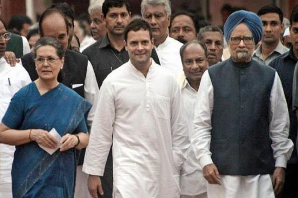 अमित शाह के खिलाफ चुनाव आयोग पहुंची कांग्रेस, सौंपा ज्ञापन