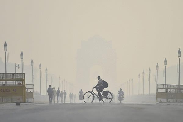 delhi air quality remains very poor