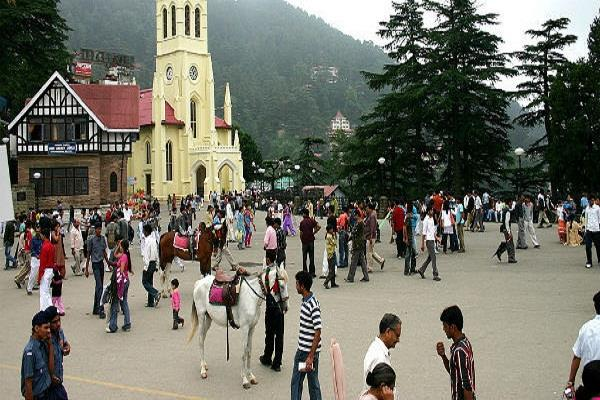 tourist to shimla to celebrate new year in snowfall