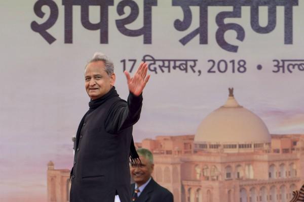 तीसरी बार राजस्थान के सीएम बने अशोक गहलोत, इंदिरा गांधी के समय से राजनीति में सक्रिय