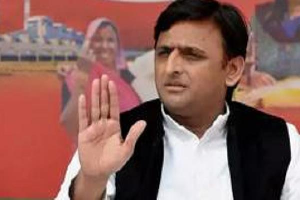 akhilesh annoyed not to make sp mla not a minister