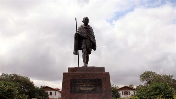 gandhi statue removed after student protest in ghana
