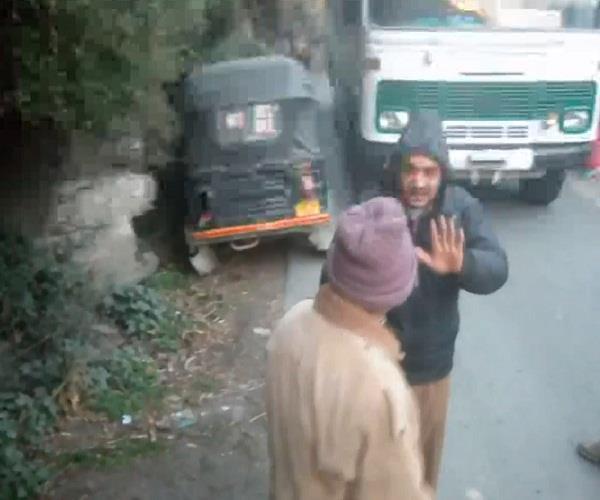 auto and bus driver scramble