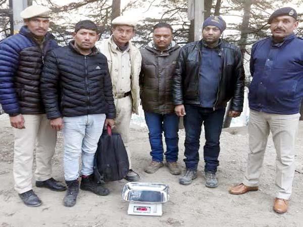 nepali smuggler arrrest with 6 kg hashish