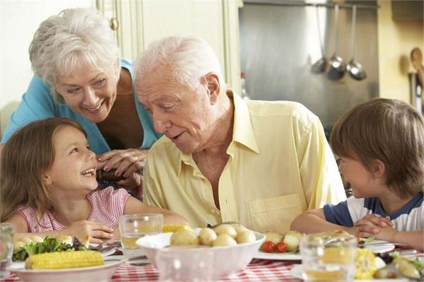 उम्र के हिसाब से लें हेल्दी डाइट, जानिए आपके लिए क्या खाना है बेस्ट