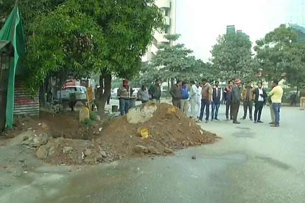 gas pipeline leaks in gurgaum traffic closed