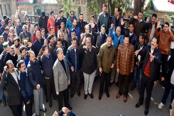 bankers protest against the policies of central government