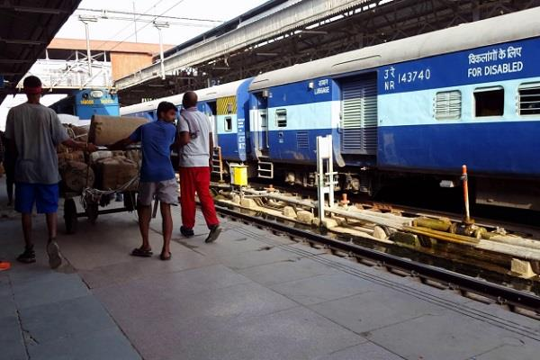 railway engine derailed jananayak train went half an hour late