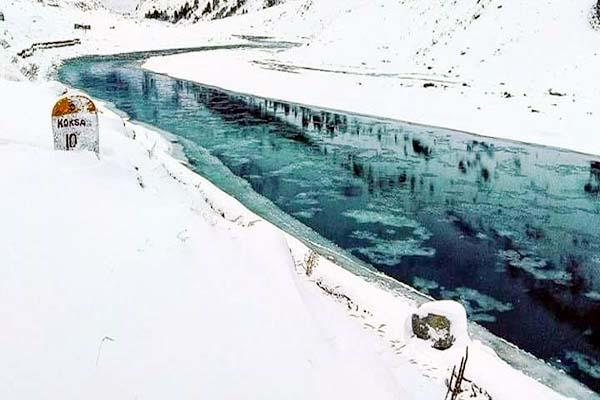 continuous falling temperature in lahoul spiti chandrabhaga river freeze