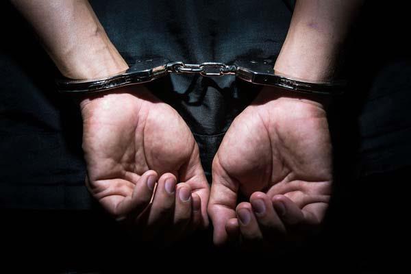 2 arrested including woman in drug case